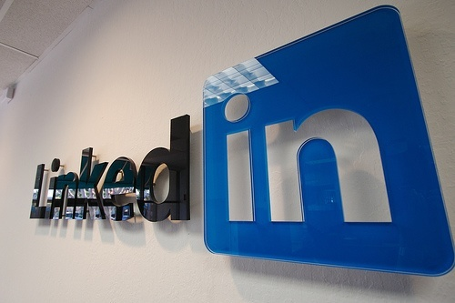 Use Linkedin To Help With SEO